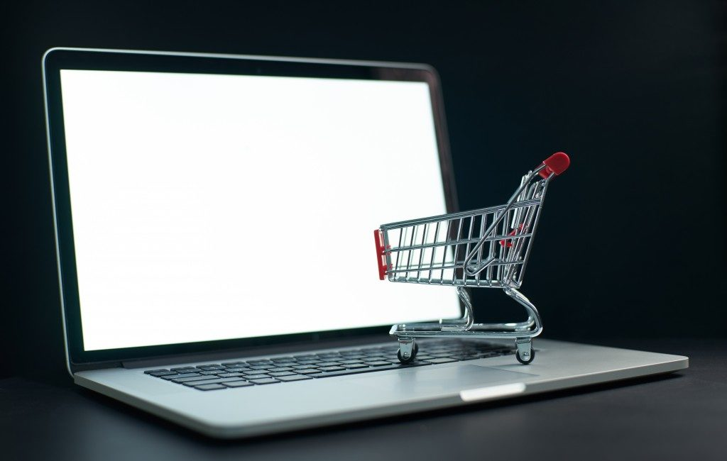 shopping cart on the laptop